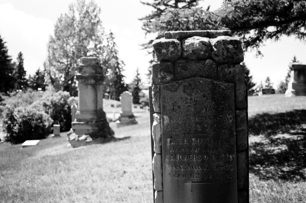 damaged headstone at Union Cemetery
