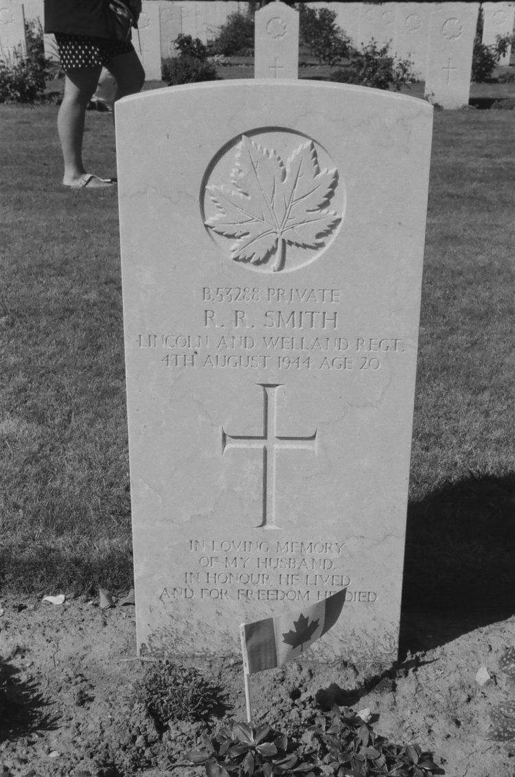 Grave of Private R. R. Smith, Lincoln & Welland Regt., Bretteville-sur-Laize, France